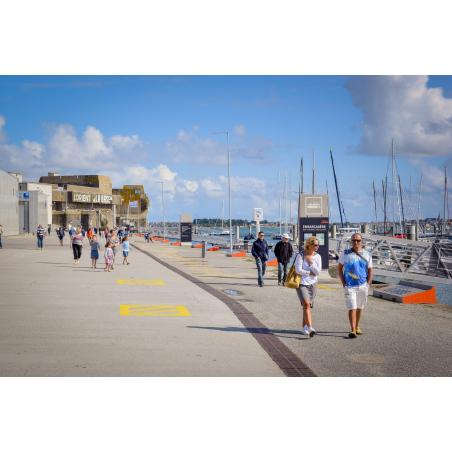 ©E. LEMEE - LBST - Balade le long des pontons de La Base, à Lorient