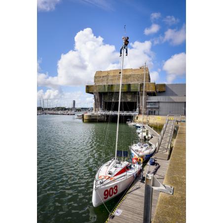 ©Emmanuel Lemée-LBST - Un voilier de course amarré sur un ponton de Lorient La Base
