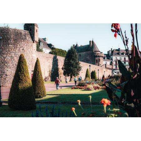 ©Lezbroz-LBST- Vue sur les remparts de la cité médiévale d'Hennebont
