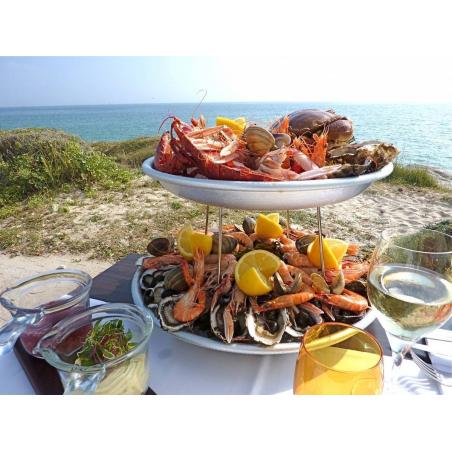 ©Hôtel-Restaurant Les Mouettes *** - Plateau de fruits de mer en bord de plage