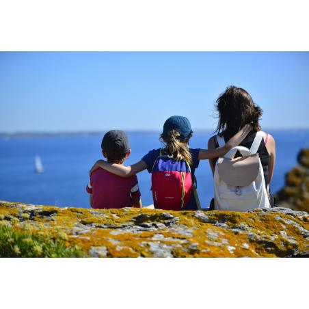 ©E. LEMEE-LBST- Famille qui contemple l'horizon