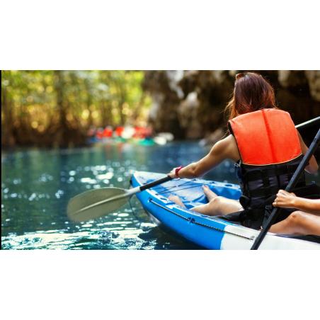 ©shutterstock - Kayak en eau calme