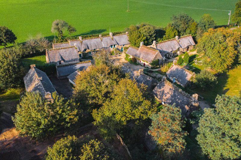 ©Thibault PORIEL-LBST - Vue aérienne du Village de Poul Fetan à Quistinic