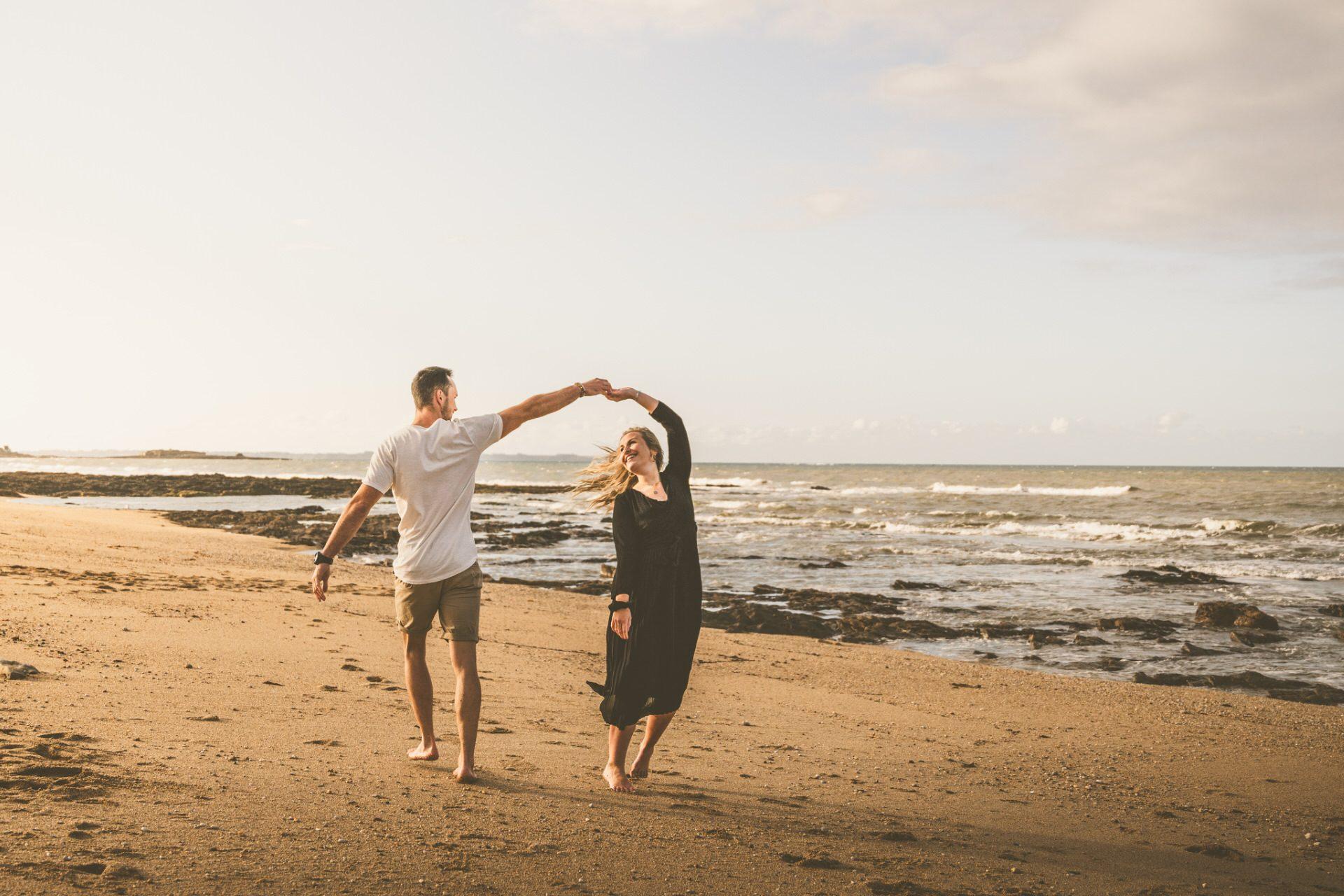 ©Tony Esnault-LBST - Balade en amoureux sur la plage