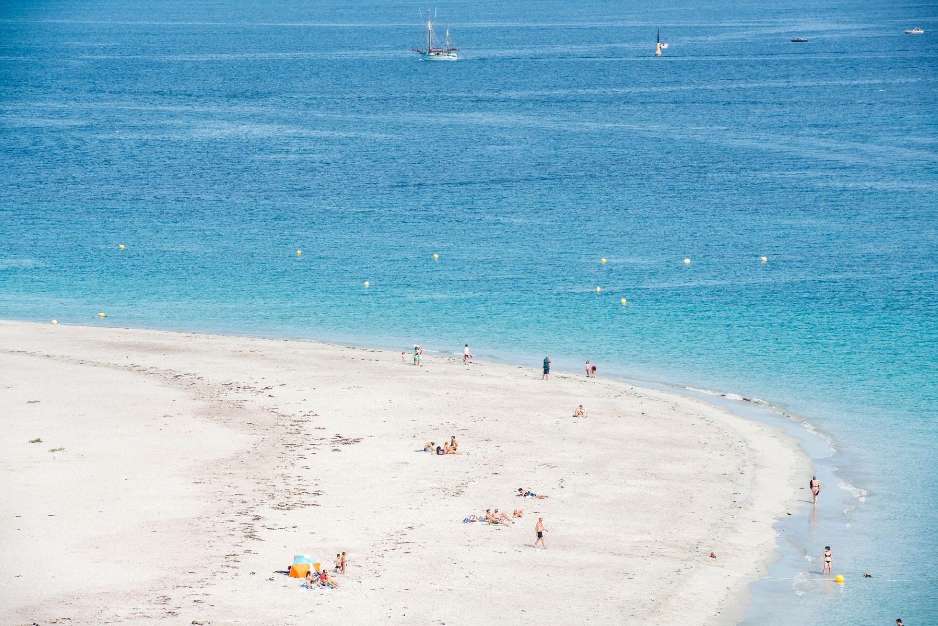 ©Xavier Dubois-LBST - La plage convexe des Grands Sables sur l'île de Groix