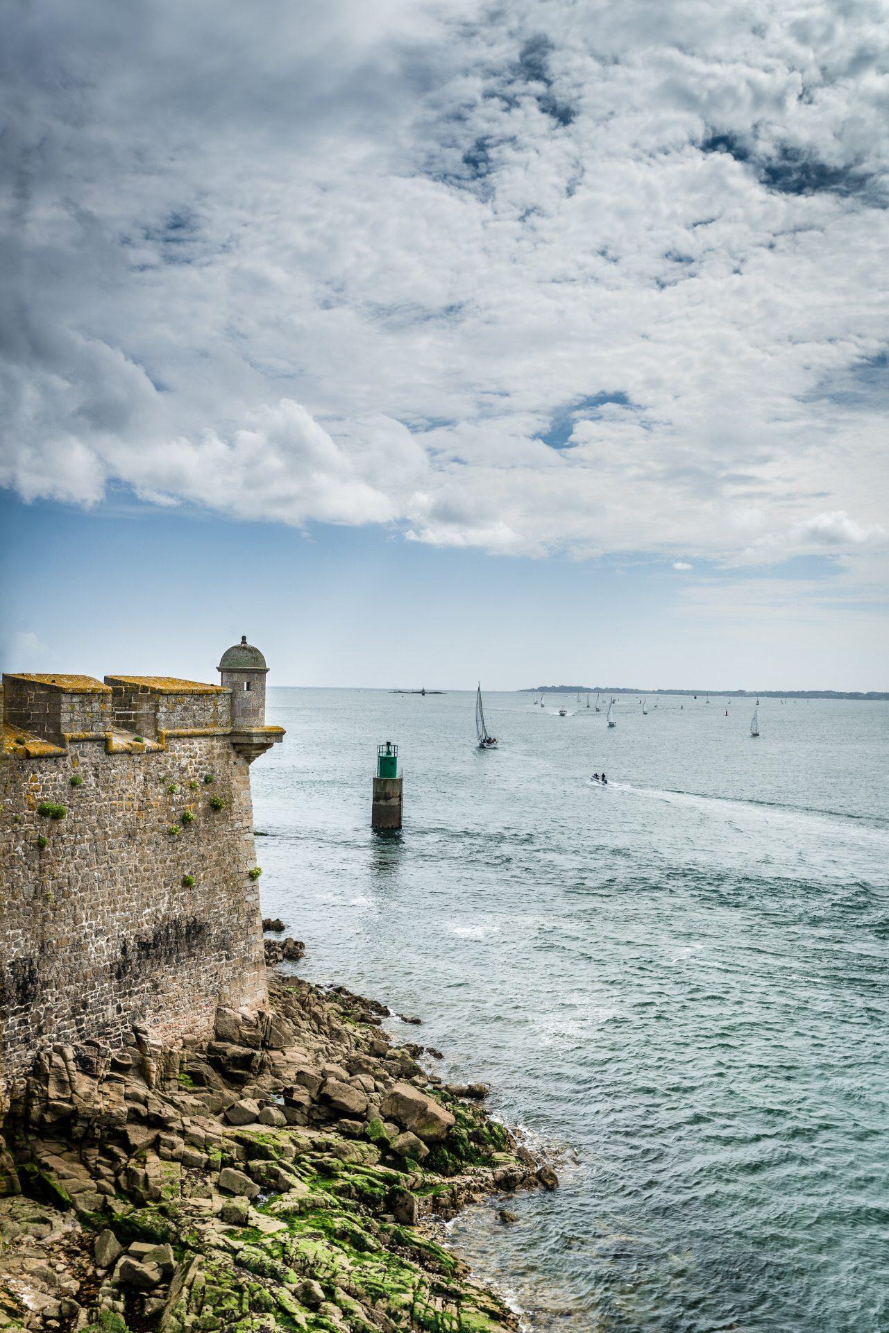 ©Xavier Dubois-LBST - La Citadelle de Port-Louis et la vue sur l'océan